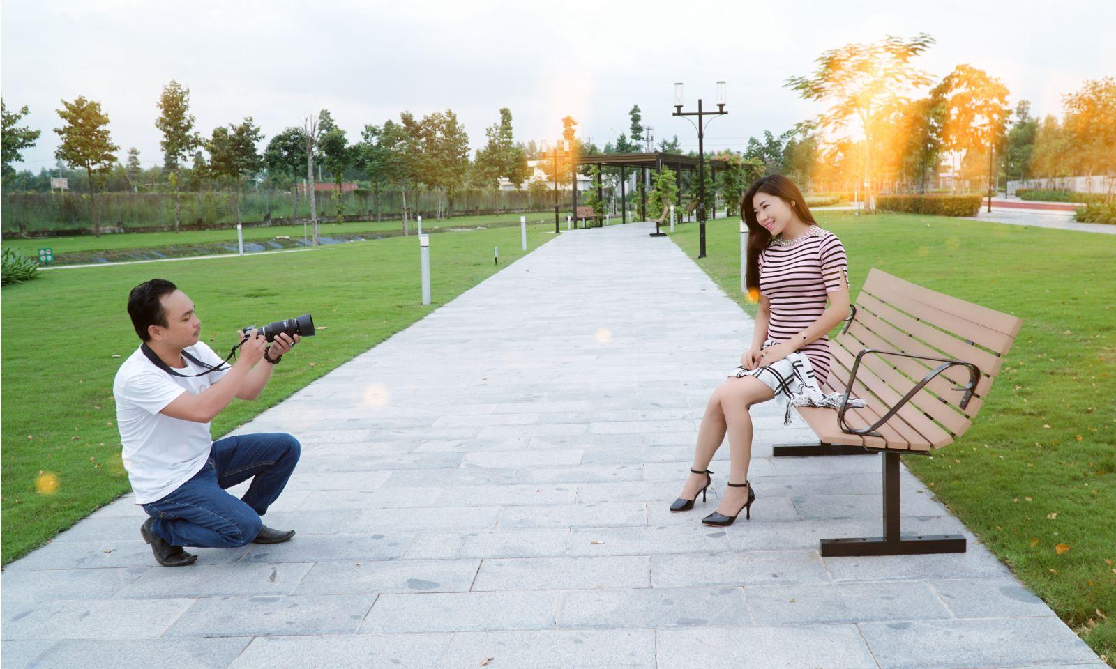 Đạo diễn Thái Châu hạnh phúc bên vợ