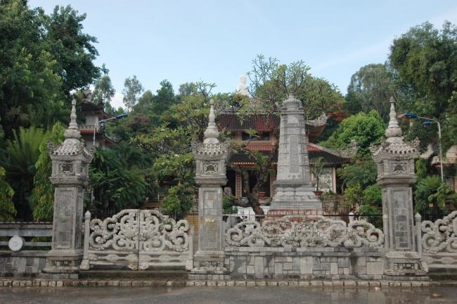 Chùa Long Sơn - Ngôi chùa nổi tiếng nhất TP Nha Trang